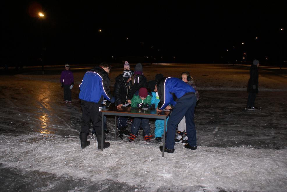 Mini-elfstedentocht op de ijsbaan van Iisklup Ritsuma