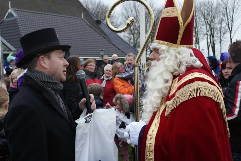 Sinterklaas vaart en rijdt Marsum in (foto update)