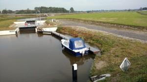 Boot bij sluis marsum