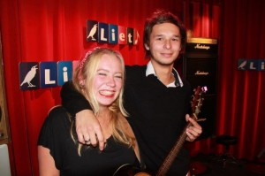 Marit en Nigel treden op in Italië: stem op hen