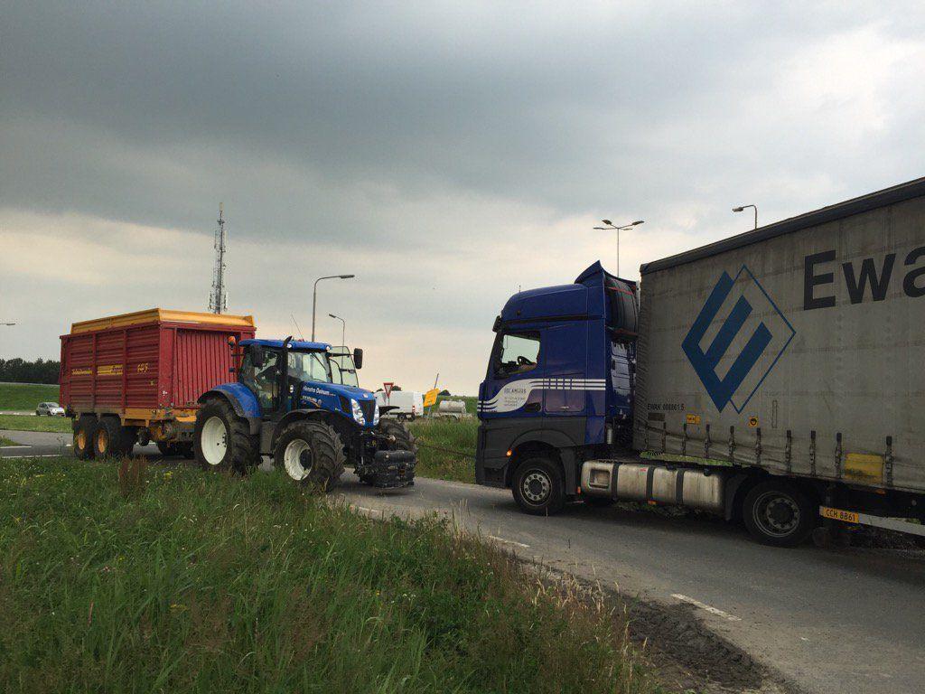 Vrachtwagen uren vast