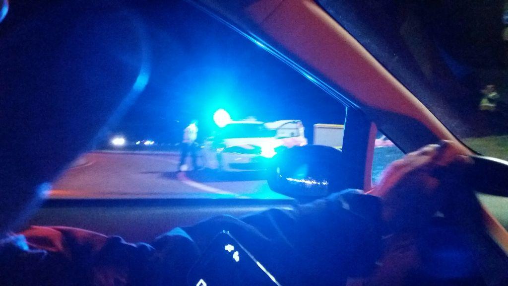Ongeluk bij minirotonde, bestuurder wordt gezocht