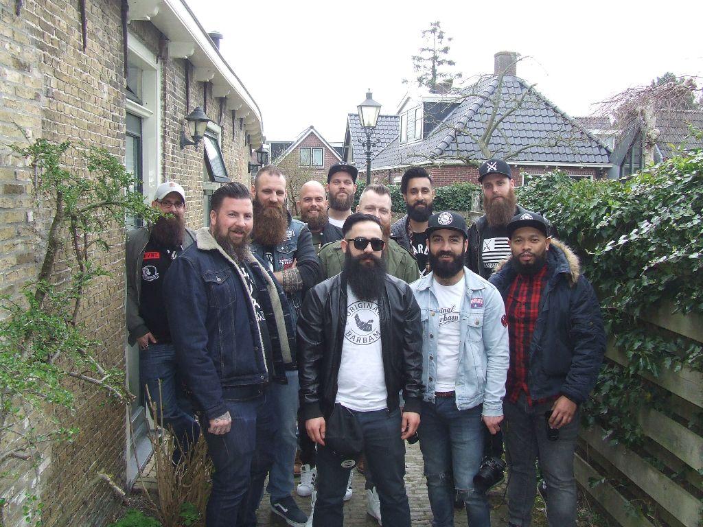 Mannen met baarden; Jan, Piet, Joris en Korneel?