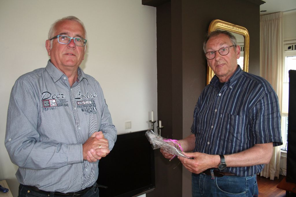 Marsumer Piet Veenstra instrueert Marsumers over i-pad en tablet