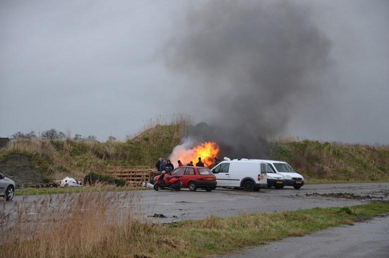 Brandweer rukt uit voor autobrand op oude autoweg