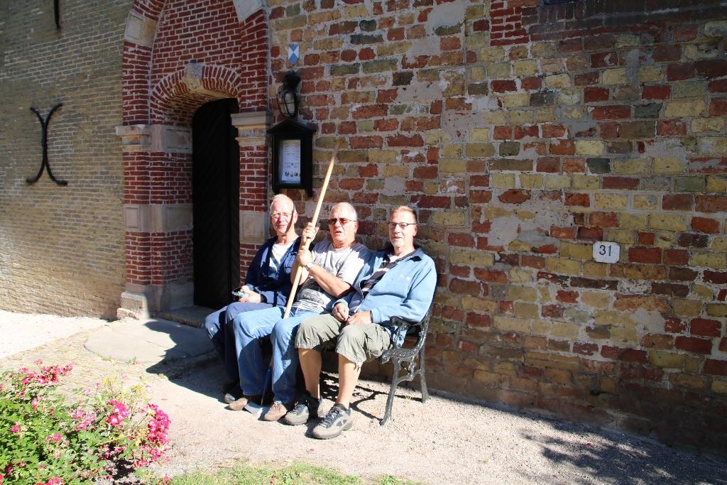 Onderhoud kerkhof door vrijwilligers