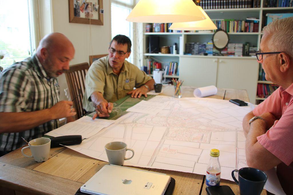 Bomenwerkgroep presenteert haar plan aan Dorpsbelang en gemeente Waadhoeke
