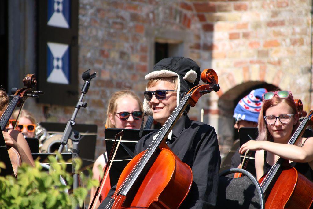 Frysk Jeugdorkest gaf schitterend optreden in tuin Poptaslot