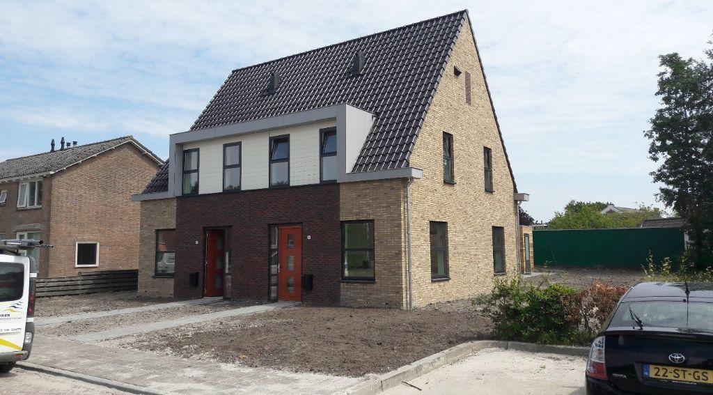 Sleuteloverhandiging nieuwe woningen aan Uniastrjitte
