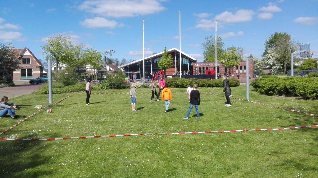 Sportactiviteit op het dorpsplein