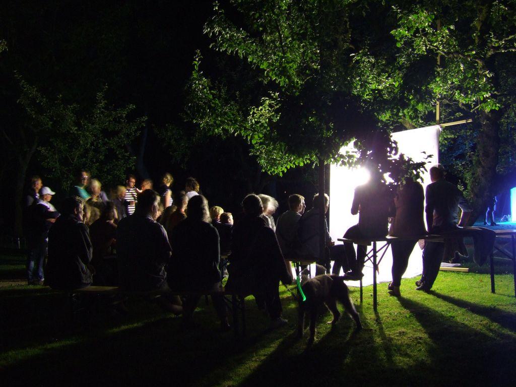 Nachtelijk bezoek in tuinen Poptaslot