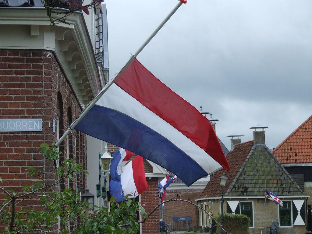 Vlaggen halfstok voor Gerrit Julianus